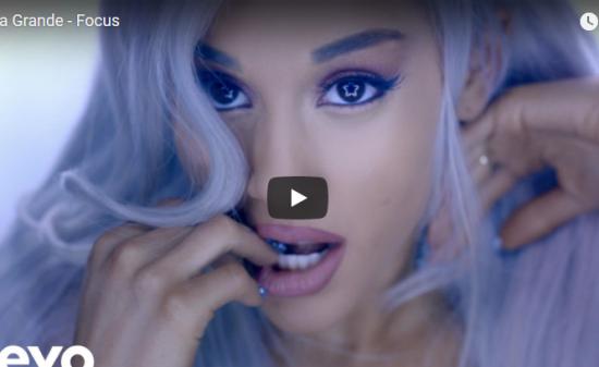 【歌】7.7億万回再生!Ariana Grandeのヒット曲Focusはイケたサウンドでオーラ全開で歌い踊る!