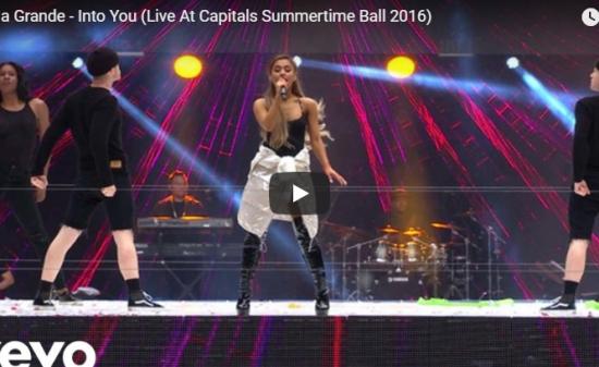 【歌】1557万回再生!Ariana GrandeのInto Youの巨大会場でオーラ全開に歌い熱狂の渦に!