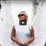 【歌】753万回再生!ベベ・レクサがスマホサイズの映像で圧倒的なオーラを放ち高い歌唱力のみで惹き込む!