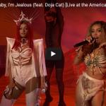 【歌】5340万回再生!ベベ・レクサのドージャ・キャットとコラボしたBaby, I'm Jealousのライブが熱い!